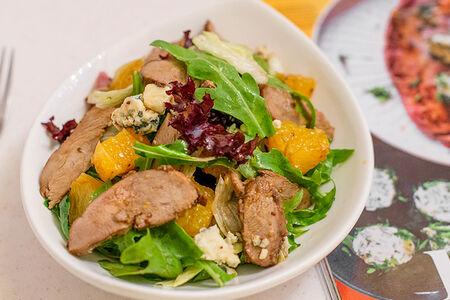 Салат с уткой, апельсинами и горгонзолой