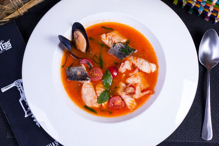 Средиземноморский суп с кальмаром