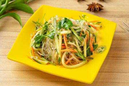 Салат с  фунчозой и огурцом