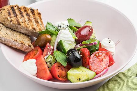 Салат Греческий с маслинами и сыром фета