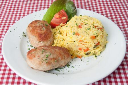 Котлеты из курицы с рисом и овощами