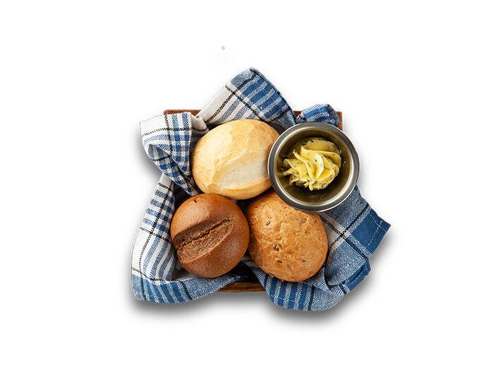 Теплые булочки из печи с маслом