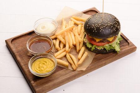 Блэк бургер-меню с говяжьей котлетой