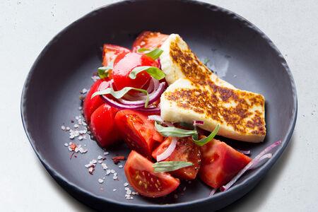 Салат из сладких помидоров с тархуном