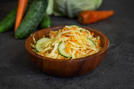 Салат из моркови и капусты