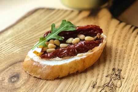 Тапас Вяленый томат с кедровыми орешками