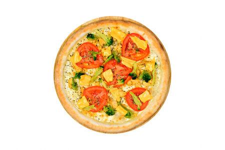 Пицца с курицей и брокколи на белом соусе