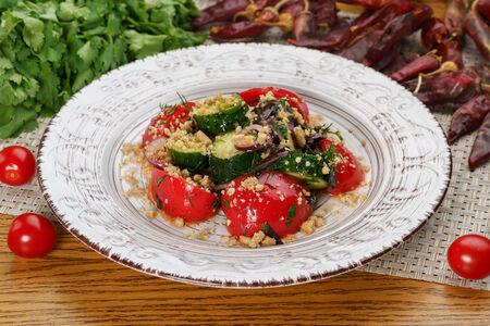 Салат по-грузински с грецкими орехами