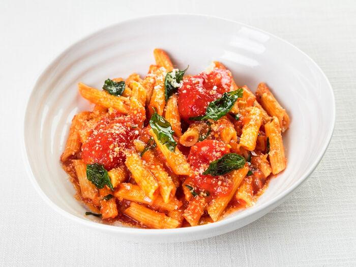 Пенне в томатном соусе с базиликом