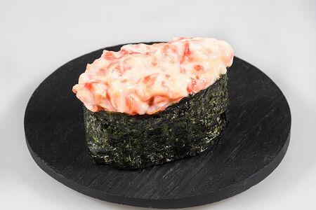 Гункан с копченым лососем
