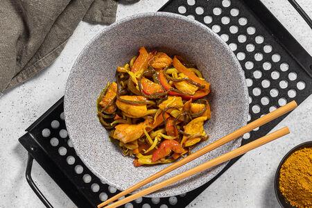 Лапша по-сингапурски с курицей