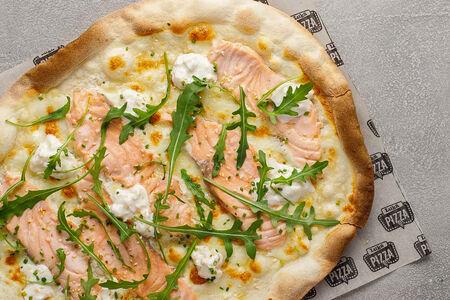 Пицца с лососем и страчателлой
