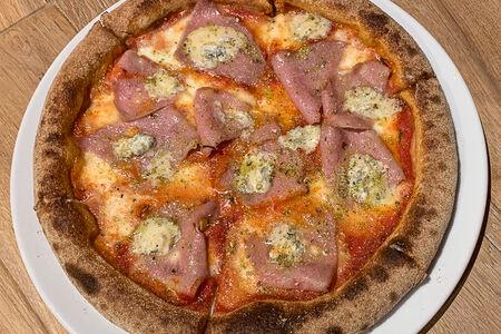 Пицца Горгондзола и мортаделла