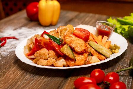 Грудка курицы с овощами