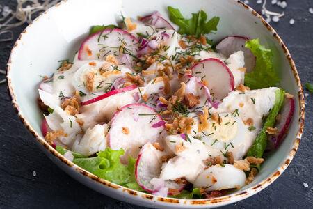 Салат с подкопченной треской