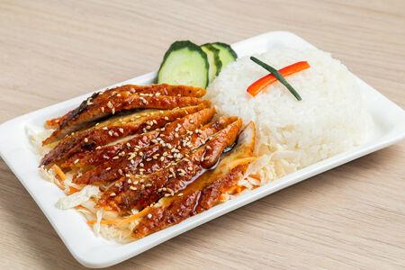 Угорь с рисом