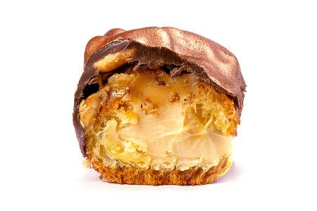 Пирожное Эклер соленая карамель