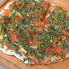 Фото к позиции меню Хрустящая лепёшка с зелёными помидорами, сулугуни и перцем