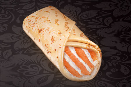 Блинчик Рыбка под сырным соусом