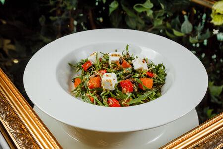 Салат из зелени и запеченной тыквы