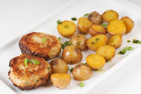 Куриные котлеты с мини-картофелем