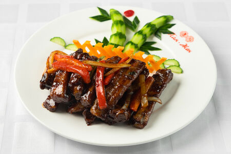Свиные ребрышки жареные в соевом соусе по Чжао-чоуски