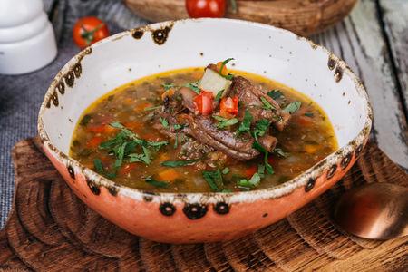 Суп из чечевицы с копчеными ребрами из баранины