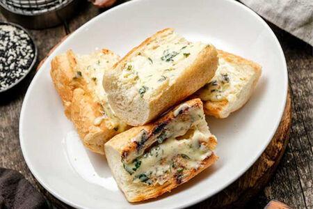 Багет с зеленым маслом