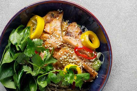 Имбирный цыпленок с рисом и шпинатом