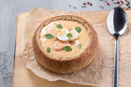 Крем-суп Лососевый в домашнем хлебе