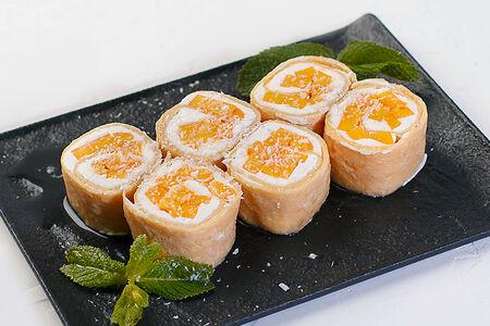 Сладкий ролл с манго и творожным сыром