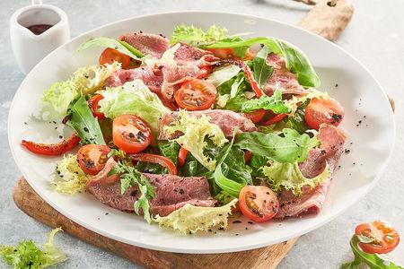 Салат с ростбифом и перцем гриль