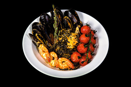 Паста Неро с морепродуктами