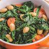Фото к позиции меню Припущенный шпинат с белой фасолью и томатами