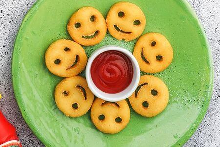Картофельные смайлики с кетчупом