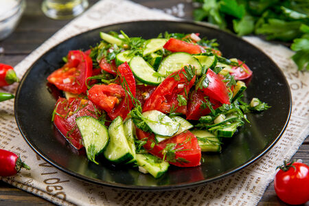 Салат со свежими овощами по-кавказски
