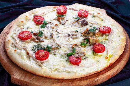 Пицца Лесные грибы с горгонзолой и цыпленком