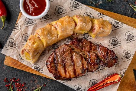 Стейк из свинины с картофельным штруделем
