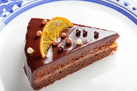 Шоколадный торт с лимоном