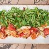Фото к позиции меню Салат Жаренные на гриле креветки и кальмары с зеленым салатом