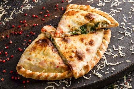 Пицца Кальцоне с курицей