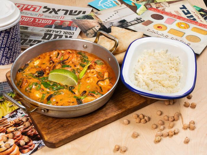 Микс из морепродуктов в кокосовом карри с рисом