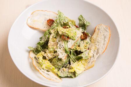 Салат Цезарь с копченым фалафелем cooked