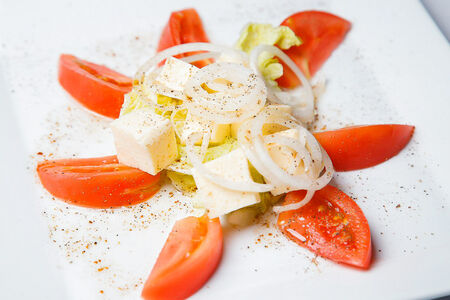 Салат из помидоров со свежей брынзой