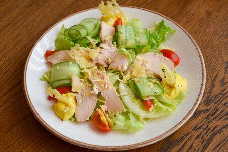 Салат с цыпленком и соусом Карри