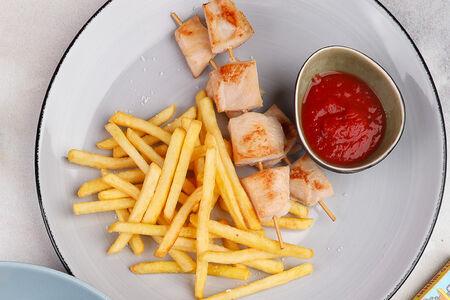 Куриный шашлычок с картофелем фри
