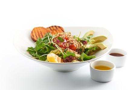 Салат с киноа и бататом