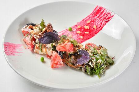 Салат с телятиной и запечённым баклажаном