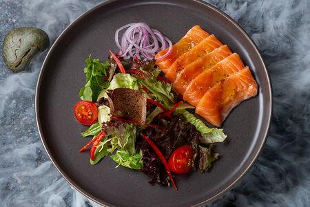 Салат с норвежской семгой
