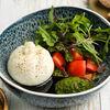 Фото к позиции меню Буррата с томатами и соусом песто